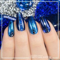 #trendstyle #trends #lapisblue #nailart #nails Schlicht und doch ein schillernder Hingucker. Mit der angesagten Farbe Lapis-Blue lassen sich ganz edle Looks kreieren. Hier könnt Ihr Euch noch mehr Inspiration zu der Trendfarbe holen: https://www.prettynailshop24.de/shop/trendstyle/article/show/2017/august/222_lapis-blue.html?utm_source=pinterest&utm_medium=referrer&utm_campaign=pi_trendstyle0817