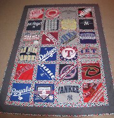 Be cool to make AL on one side and NL on the otheri baseball tshirt quilt. Im SO going to make one of theses for each of my kiddos :) Baseball Quilt, Baseball Mom, Man Quilt, Boy Quilts, Quilting Projects, Sewing Projects, Sports Quilts, Sports Mom, Team Gifts