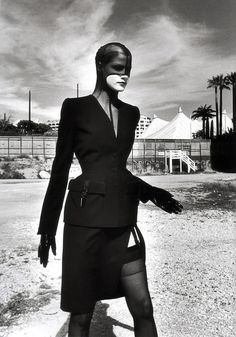 thierry mugler by helmut newton. This caught my eye, I clicked on it and of course it's Newton. Amazing..