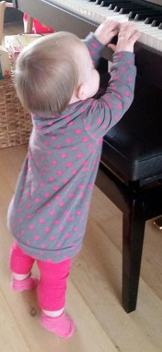 Sunny Sewing: Bimaa dress, stoer met sterren. Niet een trui maar een jurk van bimaa. Met link naar patroon en uitleg