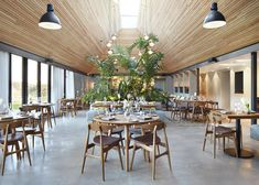 Softroom Architects converts thatched-roof pub into restaurant Restaurant Hotel, Restaurant Design, Restaurant Interiors, Restaurant Ideas, Cafe Bar, Cafe Interior, Interior Design, Barn Kitchen, Architectural Photographers