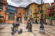 Plaza Trascorrales Famosa plaza ovetense escondida en las laberínticas calles del centro histórico de Oviedo, cerca del Ayuntamiento.