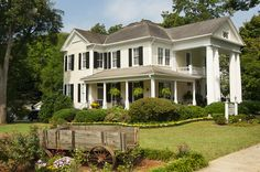Antebellum Inn Bed and Breakfast located in the heart of historic district.