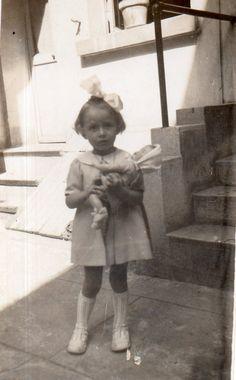 DK398 Photographie Photo Vintage Snapshot Fillette Little girl Poupée Doll | eBay