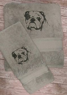English Bulldog Embroidered Bath Towel Set. Please note that there are two different styles available, and colors vary per style. Style 1 is our new style towel. Limited availability on Style 2 (Style 2 samples in first 3 pics on listing) Style one colors - Peach with Black thread White with Charcoal Grey thread Light Grey with Charcoal Grey thread Light Turquoise with black thread Lavendar with Dark purple thread Can customize thread colors. Please note that in comments when checking out...