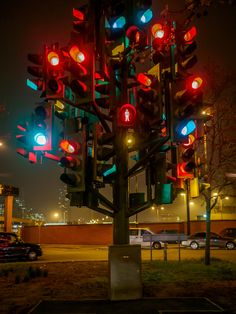 Traffic Light Tree near Canary Wharf, London was created by French sculptor Pierre Vivant.