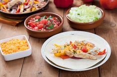 Let your guests pick their favourite fixings for this fajita recipe. Feel free to add your favourite toppings to the mix in this delicious recipe! How To Make Salsa, Fajita Recipe, Good Enough To Eat, Peppers And Onions, What To Cook, Main Dishes, Chicken Recipes, Yummy Food, Lunch