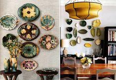 Декоративные тарелки на стене одинаковой формы и цвета