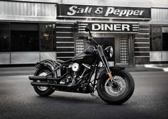 Harley Davidson FLS Softail Slim, vista lateral custom