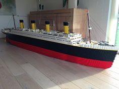 Boy builds amazingly detailed LEGO Titanic using bricks! Lego Titanic, Rms Titanic, Titanic Model, Lego Boot, Bateau Lego, Legos, Lego Videos, Lego Ship, Building For Kids