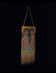 c1920-20 metal mesh and bead purse, Madame Belville, France.  V Museum