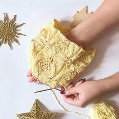 Соскучилась по солнышку🌞, поэтому держите светлую и теплую расцветку)думаю, такая легкая нитка просит соответствующего нежного узора🌸 поэтому пробую что-то новенькое!  #снуд #снудспицами #саранск #меринос #scarf #knittedscarf #saransk #merino #вязаниеназаказ