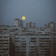 just the moon City Aesthetic, Aesthetic Grunge, Aesthetic Vintage, Aesthetic Photo, Aesthetic Pictures, Arte Grunge, Belle Photo, Aesthetic Wallpapers, Scenery