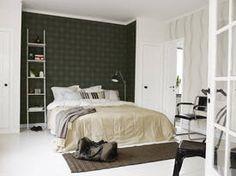 Dwie różne tapety w sypialni
