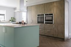Transform your kitchen with our modern Valore woodgrain kitchen doors available in a Fjord and Graphite Denver Oak finish. The warmth of the Graphite Denver Oak paired with the colourful Fjord makes for a great kitchen design recipe. Replacement Kitchen Cabinet Doors, Kitchen Cabinet Styles, Kitchen Cabinets, Old Kitchen, Kitchen On A Budget, Kitchens And Bedrooms, Home Kitchens, Dream Kitchens, Kitchen Planner