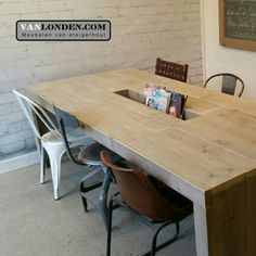 Wachtkamer tafel met lectuur bak van steigerhout ... www.vanlonden.com Pallet Art, Dining Table, Dental, Kitchens, Furniture, Design, Home Decor, Decoration Home, Room Decor