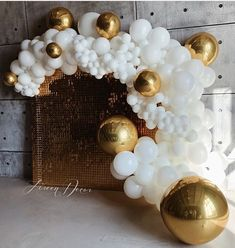 """Balloon Wall for Photobooth Backdrop. Could use WopBop Balloons (local). Could do something elaborate like this, or a little less. Could add """"SIXTEEN"""" balloon. Prom Balloons, 40th Birthday Balloons, 21st Birthday Decorations, Balloons And More, Balloon Decorations Party, Wedding Balloons, Baloon Wall, Baloon Garland, Balloon Backdrop"""