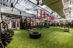 Co-working company WeWork is opening a gym in New York, which includes boxing and yoga studios, grassy flooring and a Roman-inspired salt bathing pool. WeWork, which rents desks and office spaces a. Basement Gym, Garage Gym, Modern Basement, Basement Bathroom, Dream Gym, Parque Industrial, Wellness Club, Gym Facilities, Gym Room At Home