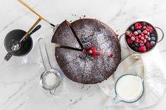 Bizcocho de chocolate Chocolate Frosting, Melted Chocolate, Chocolate Sponge Cake, Vanilla, Sweets, Dessert, Food, Recipes