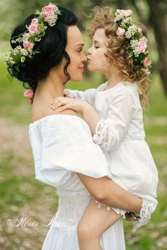 Flower crowns seem to be the most popular accessory for a mother-daughter photoshoot. Mothers love…