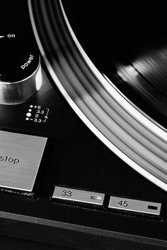 Ph. | Kristofer Johnsson レコードプレーヤー