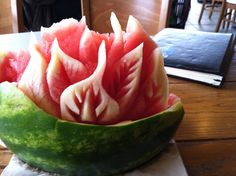 This was a chunk of left over watermelon. These are used to practice carving watermelons and creating new designs. Watermelon Art, Watermelon Carving, Vegetable Decoration, Fruits And Veggies, Vegetables, Veggie Art, Food Artists, Food Carving, Food Gallery