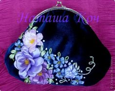 Ribbon Embroidery Flowers by Hand - Embroidery Patterns Embroidery Purse, Ribbon Embroidery Tutorial, Silk Ribbon Embroidery, Hand Embroidery Patterns, Embroidery Stitches, Beaded Purses, Beaded Bags, Embroidery For Beginners, Embroidery Techniques