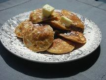 Make Traditional Dutch Poffertjes for Brunch or Dessert: Poffertjes with butter and powdered sugar Breakfast Items, Breakfast Dishes, Breakfast Recipes, Second Breakfast, Waffle Recipes, Gourmet Recipes, Cooking Recipes, Pancake Recipes, Retro Recipes