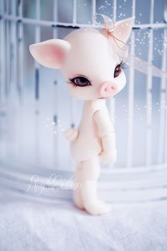 'Pipos' is a Korean company who have made several different types of animal dolls and non-anthro dolls in a variety of sizes and resin colors, as well as make improvements to previous sculpts. As of 2011, Pipos continues to grow strong in their design and creativity.