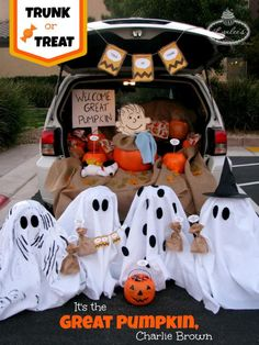 Charlie Brown Trunk-or-Treat. Trunk or Treat ideas. 21 Clever Trunk or Treat Ideas Charlie Brown Halloween, Faux Halloween, Great Pumpkin Charlie Brown, It's The Great Pumpkin, Holidays Halloween, Happy Halloween, Peanuts Halloween, Halloween Pumpkins, Charlie Brown Costume
