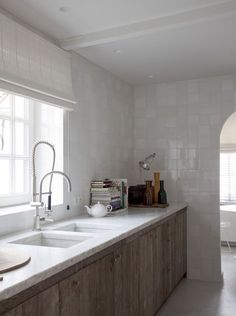 White countertop / built in sink / white tiles Rustic Kitchen, Kitchen Decor, Kitchen Interior, Kitchen Design, Classical Kitchen, Dining Area Design, Interior Desing, Interior Architecture, Kitchen Shower