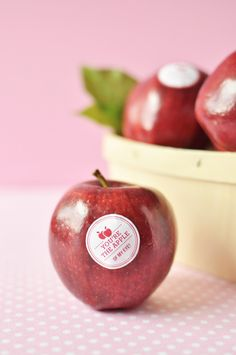 Adorable: stickers that transform fruit into Valentines.