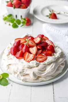Strawberry & Mascarpone Pavlova Recipe ~ the outside is crisp and sweet with a soft marshmallow-like center. Traditionally served with whipped cream and fresh fruit, the Pavlova is a popular dessert in Australia and New Zealand. Strawberry Pavlova, Strawberry Recipes, Bon Dessert, Oreo Dessert, Köstliche Desserts, Dessert Recipes, Plated Desserts, Gourmet Recipes, Sweet Recipes