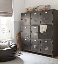 Industrieel interieur - industriële kast - metaal - werkkamer - staal - opruimen - hout