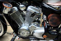 Honda Shadow VT600 Bobber Honda Shadow Bobber, Honda Bobber, Bobber Bikes, Old School Motorcycles, Vintage Motorcycles, Cars And Motorcycles, Bobber Chopper, Custom Bikes, Bobbers