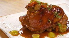 CODILLO A LA CERVEZA Spanish Food, Pork Recipes, Beef, Simple, Delicious Food, Plate, Ale, Spanish Cuisine