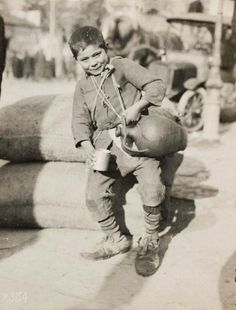 Water seller, Greece, by Lewis Hine Vintage Pictures, Vintage Images, Greece History, Greece Pictures, Lewis Hine, Greece Photography, American Red Cross, Famous Photographers, Thessaloniki