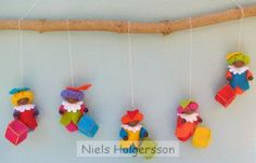 Lots of ideas Felt Diy, Felt Crafts, Crafts For Kids, Christmas Holidays, Christmas Ornaments, Reno, Felt Dolls, Some Ideas, December