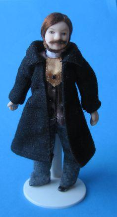Herr Mann mit Bart schwarzem Mantel Jacke Puppe für das Puppenhaus Miniatur 1:12   VM29516
