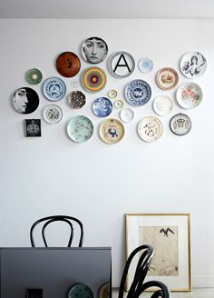 Gravity Interior : Artistic home via The Design Files Hanging Plates, Plates On Wall, Plate Wall Decor, Pattern Wall, Plate Collage, Turbulence Deco, Melbourne House, The Design Files, Design Blog