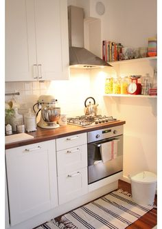Eclectic Home Small Kitchen Design, Pictures, Remodel, Decor and Ideas - page 3 Small Kitchen Solutions, Small Space Kitchen, Ikea Kitchen, Kitchen Dining, Kitchen Decor, Kitchen White, Kitchen Shelves, Kitchen Corner, Kitchen Furniture