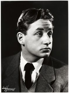 A youthful Philippe Noiret, 1951 Portrait Photography Men, Star Photography, White Photography, Star Francaise, Black And White Stars, Actor Studio, Star Wars, French Films, Photo Black