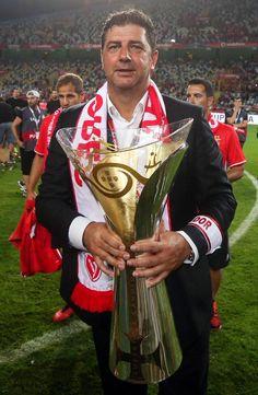 Rui Vitória. Depois de vencer o campeonato, Taça e Liga de Portugal, só faltava a SuperTaça (07/08/2016).