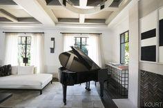Bon Tour Kourtney Kardashianu0027s Sleek And Sophisticated Living Room