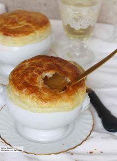 Receta de crema de mejillones con cubierta de hojaldre. Receta de sopas y cremas. Con fotos de presentación y del paso a paso y consejos de degustación