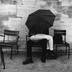 No rain, what's the umbrella for? Louis Stettner, Tuileries Paris, Boy Meets Girl, My Sun And Stars, Under My Umbrella, White Umbrella, No Rain, Foto Art, Couple Pictures