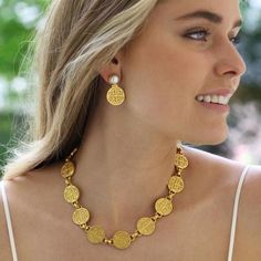 How To Clean Gold Jewelry With Vinegar Gold Coin Necklace, Coin Jewelry, Bridal Jewelry, Jewelry Holder, Bijoux Design, Gold Jewellery Design, Gold Jewelry Simple, Golden Jewelry, Silver Jewelry