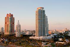 El lujo de Miami se ostenta incluso, en sus formas arquitectónicas. http://www.bestday.com.mx/Miami-area-Florida/Atracciones/