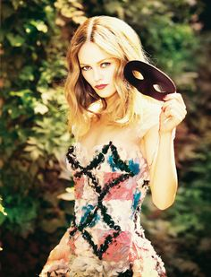 Vanessa Paradis poses for Ellen von Unwerth in the October edition of Madame Figaro France. The outfits put together by stylist Delphine Perroy are all Chanel. Ellen Von Unwerth, Vanessa Paradis, Annie Leibovitz, Vanity Fair, Look Fashion, Fashion Models, High Fashion, Hippie Fashion, Fashion Pictures
