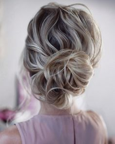 wedding bun hairstyles curly low bun on medium blonde hair tonyastylist Bun hairstyles are the most popular wedding hairdos. They are good for different hair length. Get inspired with our collection of wedding bun hairstyles. Wedding Bun Hairstyles, Hairdo Wedding, Holiday Hairstyles, Bridal Updo, Party Hairstyles, Wedding Hair And Makeup, Braided Hairstyles, Hairstyle Ideas, Bridal Braids